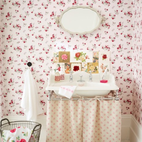 Vintage-rose-bathroom